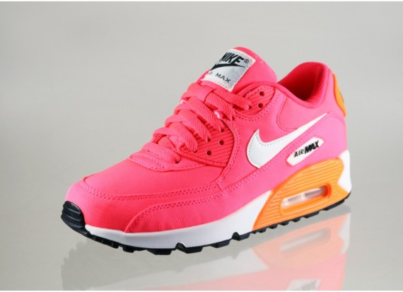 nike-air-max-90-gs-hyper-punch-ivory-total-orange-03-570x413 9:2
