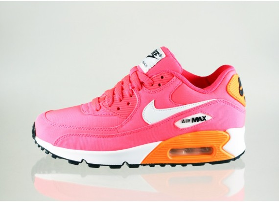 nike-air-max-90-gs-hyper-punch-ivory-total-orange-04-570x413 9:2