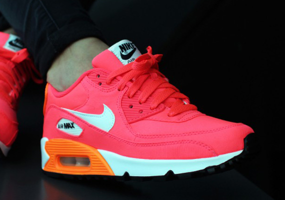 nike-air-max-90-gs-hyper-punch-ivory-total-orange 9:2