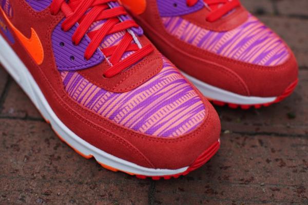 Nike-Air-Max-90-Light-Crimson-Total-Orange-Laser-Purple-3 5:18