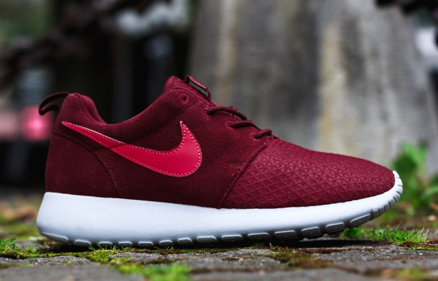 Nike-WMNS-Roshe-Run-Winter-Action-Red-3 10:28